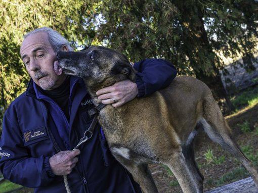Eerste geleider met lijkenhond op pensioen